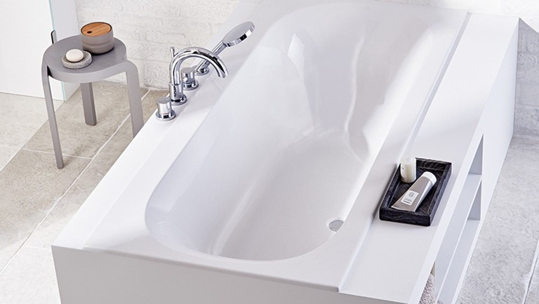 Geberit Acanto bathtub with slimrin